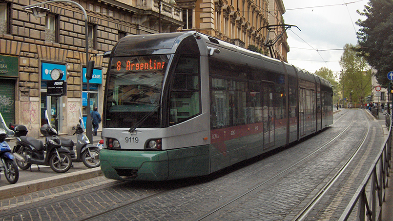 Tram in Rome by Wikimedia user JoJan