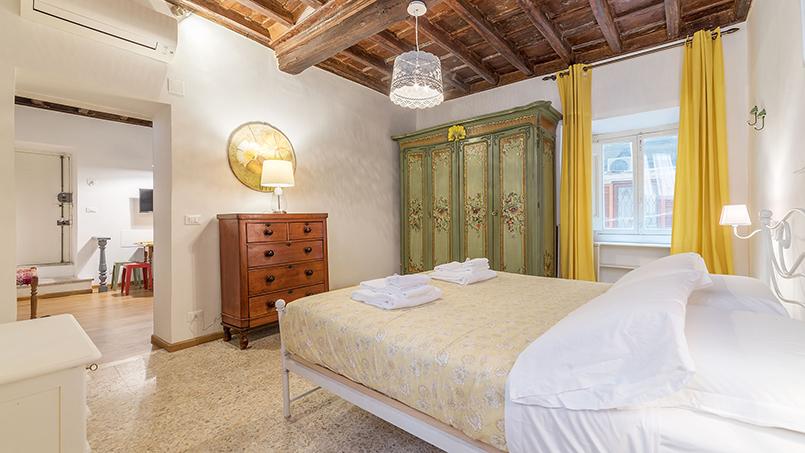 Interiors at the Via dei Capocci rental apartment