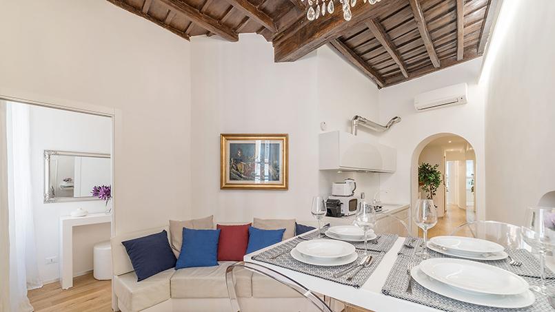 Dormo da Lady Airbnb Plus listing Rome Trevi Fountain