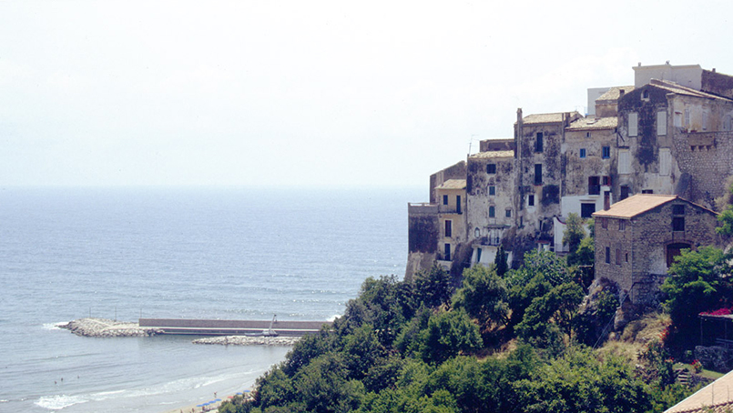 Sperlonga By Mathias M - Flickr, CC BY-SA 2.0, https://commons.wikimedia.org/w/index.php?curid=497919