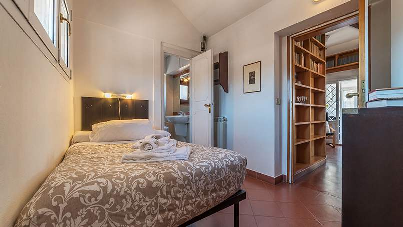 Bedroom Via dei Cartari vacation rental From Home to Rome