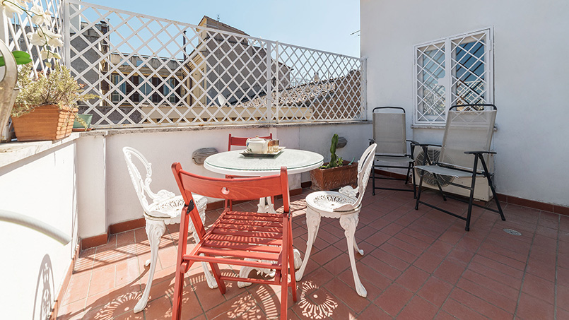 Via dei Cartari Terrace property From Home to Rome Italy